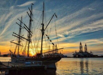 Historic Port, Pirates & Architecture Bus Tour
